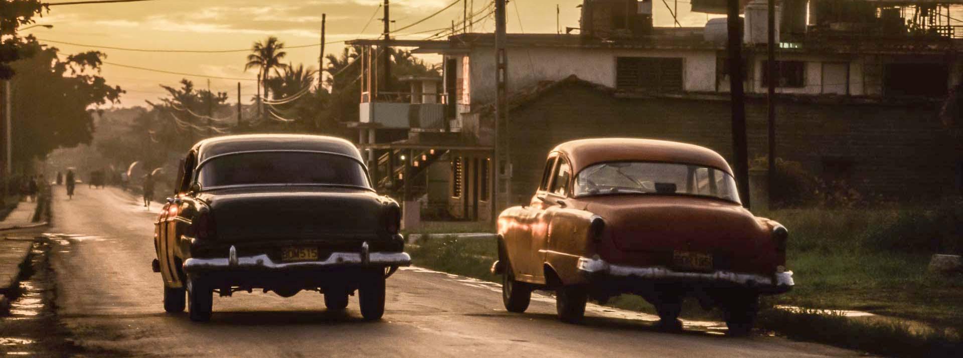 Cuba - Autos in Abendstimmung